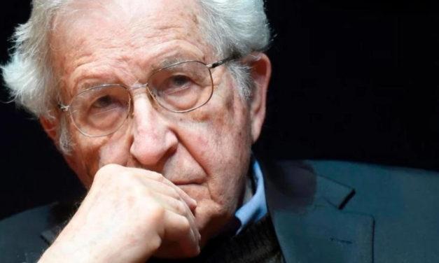 """Noam Chomsky: """"Tenemos poco tiempo para decidir si la vida humana sobrevivirá»"""