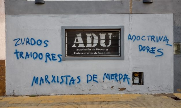Las pintadas de los odiadores nazis llegaron a ADU