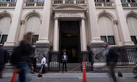 Fuerte advertencia a los bancos por cobros indebidos a beneficiarios del IFE