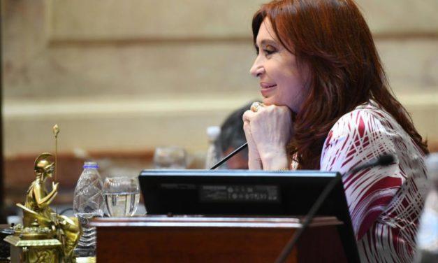 «Sorpresas te da la vida», Cristina Kirchner cruzó a Infobae y elogió a La Nación
