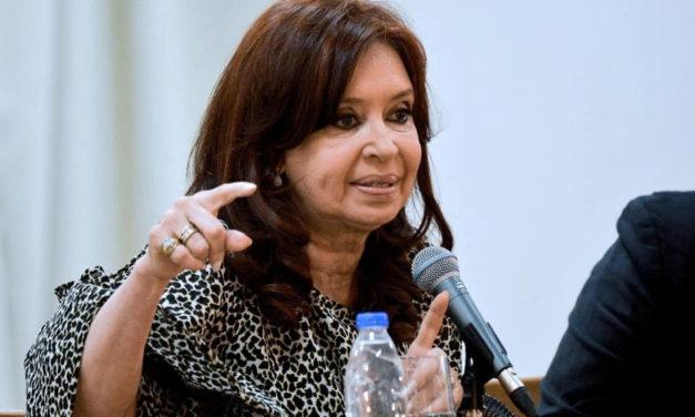 Cristina Kirchner cruzó a Alfredo Cornejo, «otro entusiasta militante del 'haz lo que yo digo pero no lo que yo hago'»