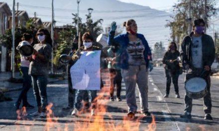 Protestas en Santiago contra gestión de Piñera ante la Covid-19
