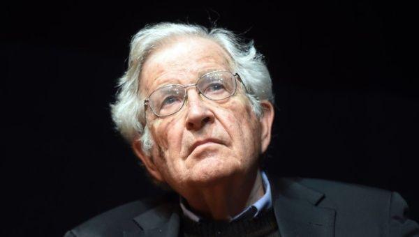 Noam Chomsky: EE.UU. está en manos de un megalómano sociópata
