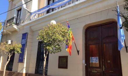 Concejo Deliberante: Quemaron la bandera de la diversidad