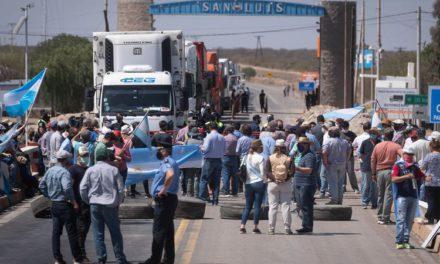 Camioneros convocaron a un paro y bloqueo de rutas para hoy