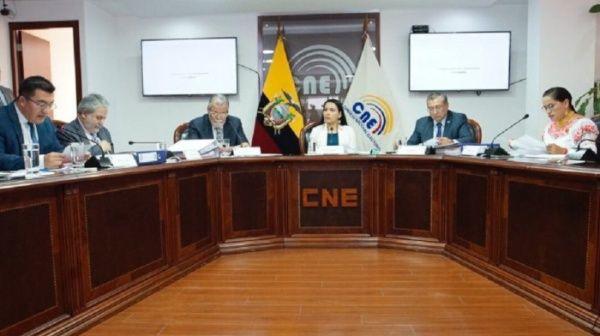Contraloría de Ecuador destituye a presidenta del CNE