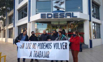 """Reclamo a Edesal: """"Sin luz no podemos trabajar"""""""