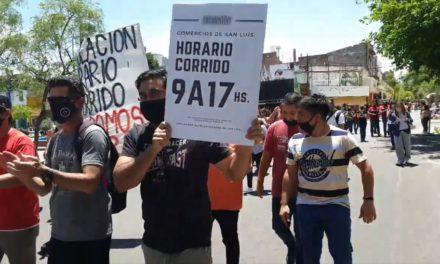 Comerciantes protestaron pidiendo el horario corrido