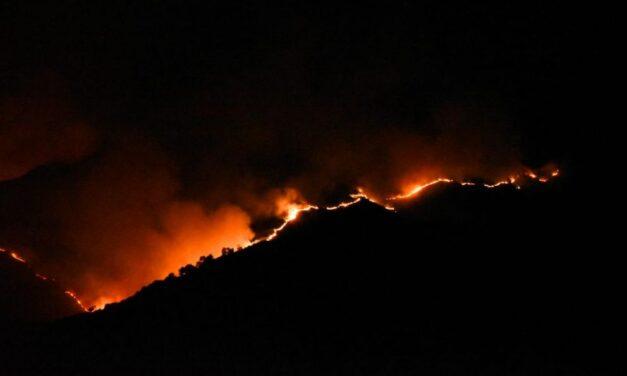 Continúa la lucha con el incendio sierras de los Comechingones