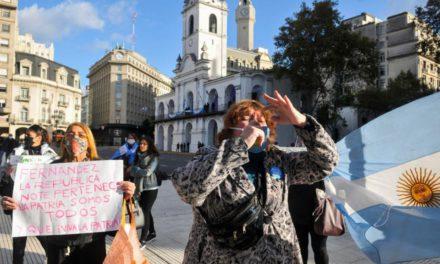 La marcha de los irresponsables en Plaza de Mayo