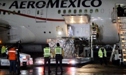 Arriba a México vuelo con insumos médicos procedente de China
