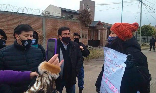 """Otro mal momento para Mones Ruiz por las viviendas """"me sacaron la llave de la mano"""""""