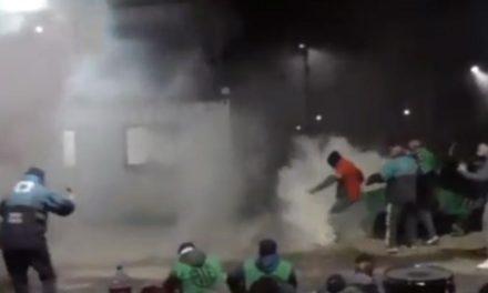 Brutal represión en Mendoza contra trabajadores estatales que prestan un servicio esencial