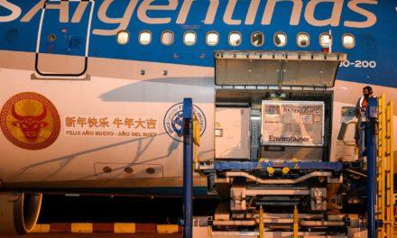 Coronavirus: llegó al país una partida de 904 mil vacunas Sinopharm, provenientes de China