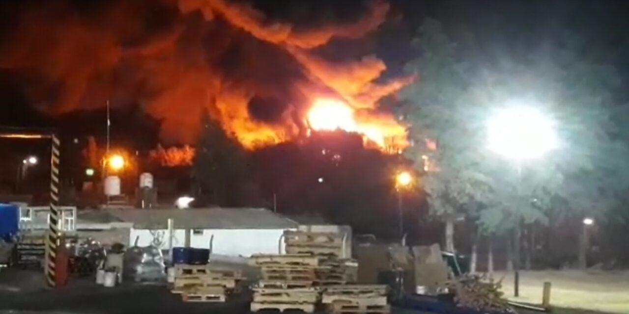 Tremendo incendio afectó una fábrica en San Luis