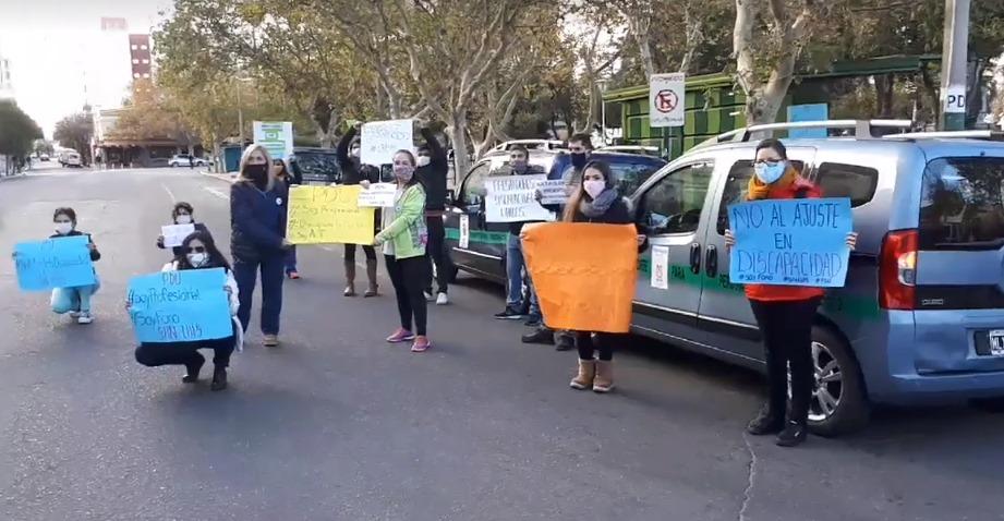 Protestas por deudas de obras sociales a prestadores de Discapacidad