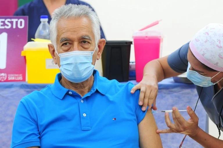 ¿Vacunaciones VIP?: Varios dirigentes y personalidades habrían sido vacunadas en silencio